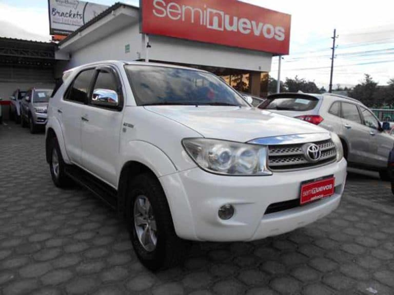 TOYOTA FORTUNER A/T 4X4 (2011)